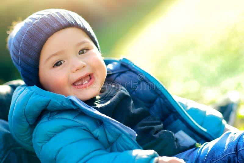 Szczęśliwy dzień śliczna chłopiec zdjęcia stock