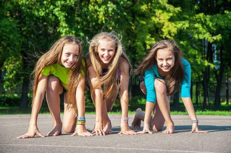 Szczęśliwy dzieciaków bawić się zdjęcie royalty free