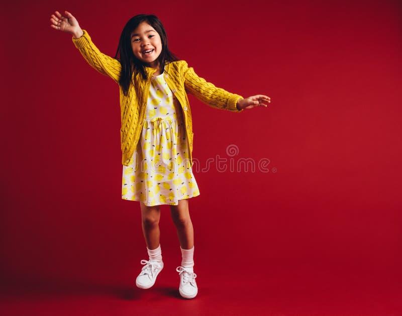 Szczęśliwy dzieciaka falowanie do widzenia fotografia royalty free