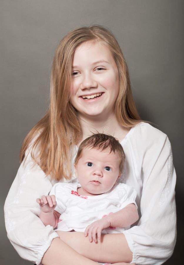 Szczęśliwy dziecko trzyma nowonarodzonego dziecka zdjęcie royalty free