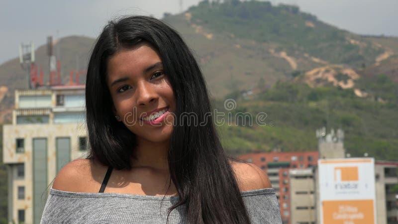 szczęśliwy dziewczyny latynoski nastolatków zdjęcie stock