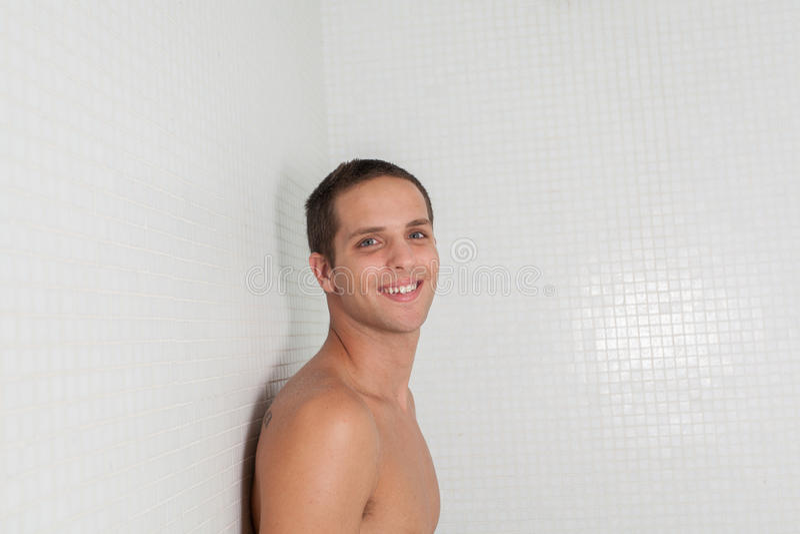 Szczęśliwy facet wśrodku sauna obraz royalty free