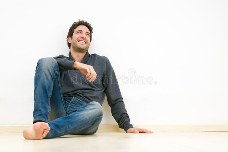 szczęśliwy faceta główkowanie zdjęcia royalty free