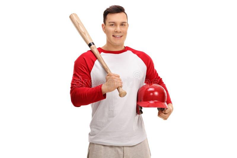 Szczęśliwy gracz baseballa trzyma nietoperz i hełm obrazy stock