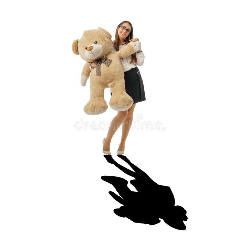 Szczęśliwy kobiety falowanie z ogromnym misiem, czarny cień zdjęcia royalty free