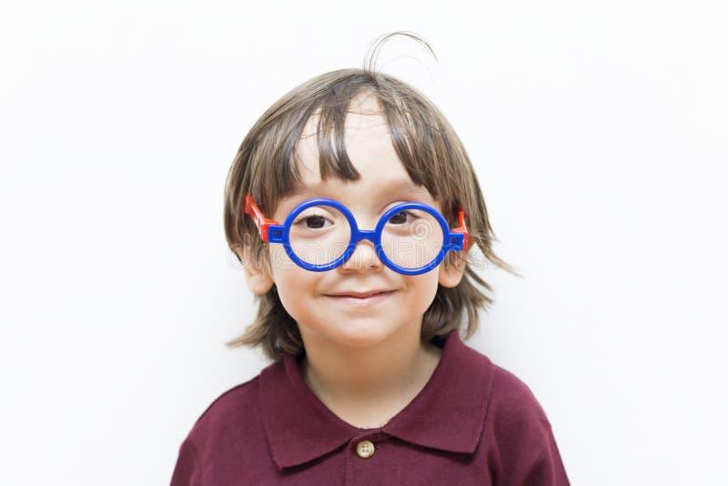Szczęśliwy Little Boy Jest ubranym Eyeglasses zdjęcia royalty free