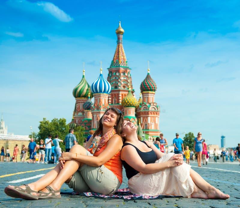 Szczęśliwy młodej kobiety wizyty plac czerwony zdjęcie royalty free
