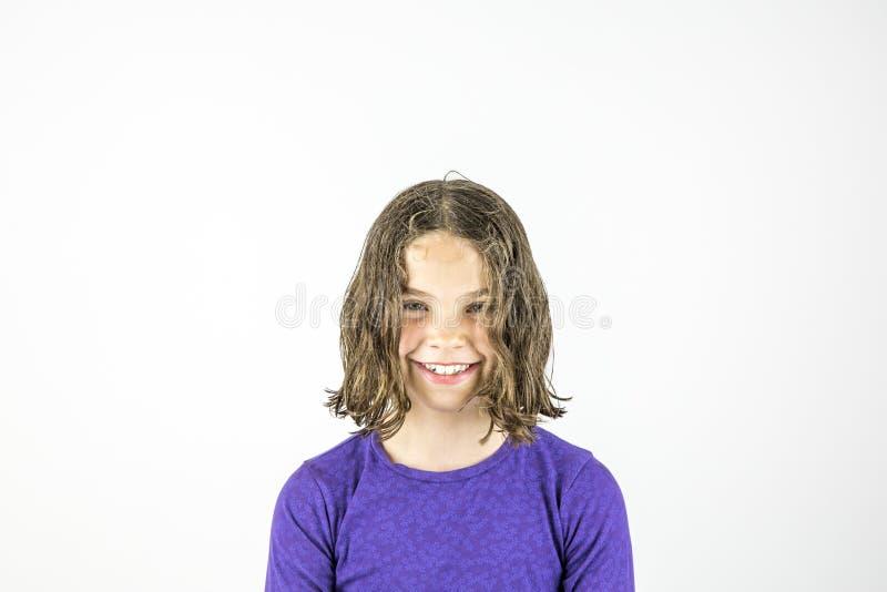 Szczęśliwy młody śliczny dziewczyny studia portret fotografia stock