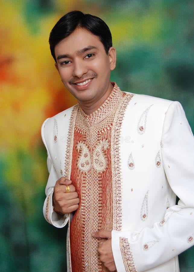 Szczęśliwy młody Azjatycki mężczyzna obraz stock