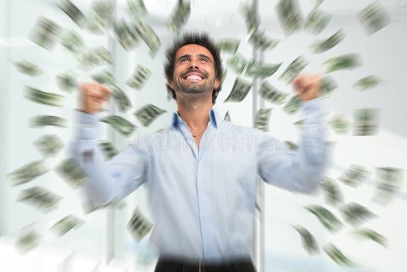 Szczęśliwy młody człowiek w deszczu pieniądze obrazy royalty free