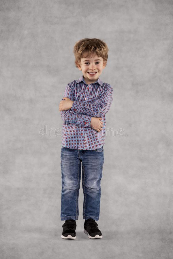 Szczęśliwy młody geniusz, pracuje jako biznesmen, portret fotografia stock