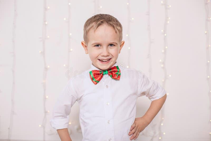 szczęśliwy mały chłopiec obrazy royalty free