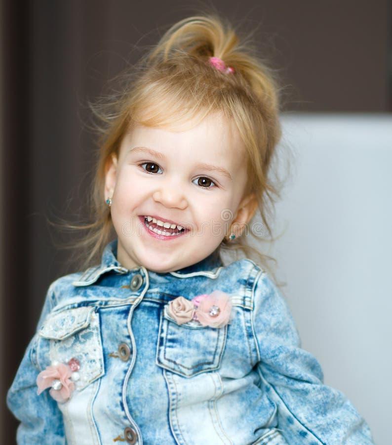 szczęśliwy mały portret dziewczyny fotografia stock