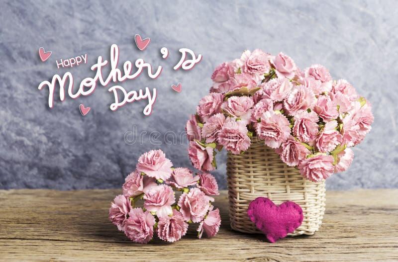Szczęśliwy matka dnia pojęcie menchia papieru goździk kwitnie zdjęcia royalty free