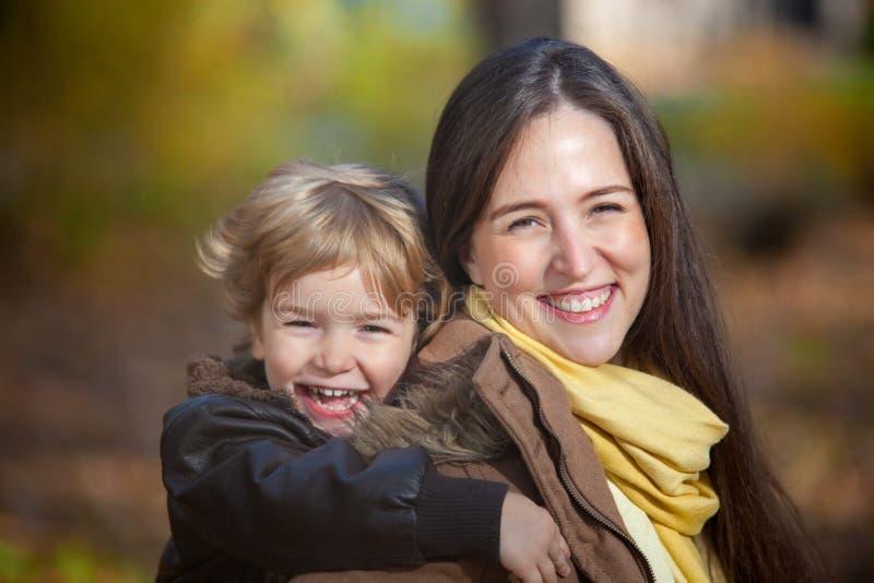 Szczęśliwy matki i syna portret fotografia stock