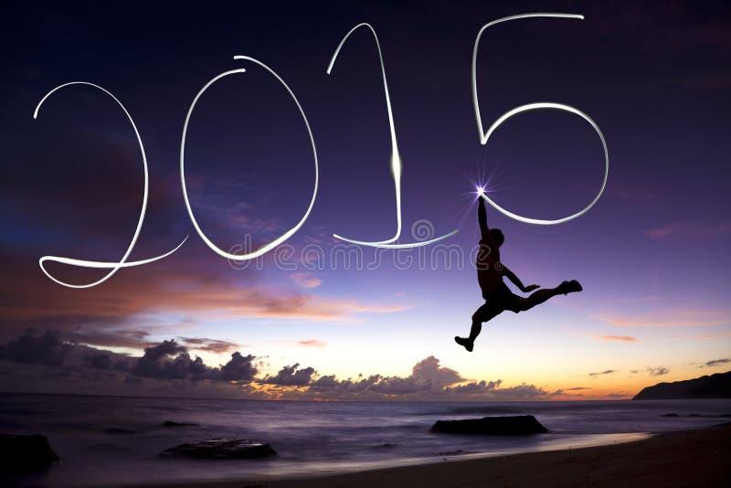 Szczęśliwy nowy rok 2015 młodego człowieka doskakiwanie 2015 i rysunek zdjęcie stock