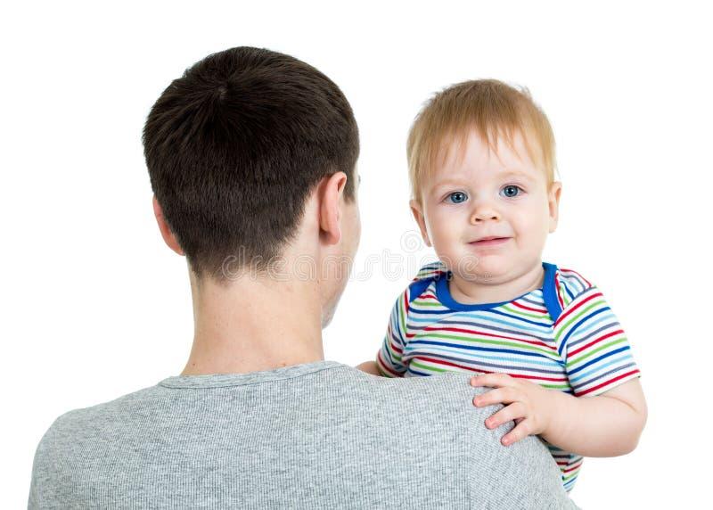 Szczęśliwy ojca mienia dziecko w jego wręcza odosobnionego na bielu fotografia stock