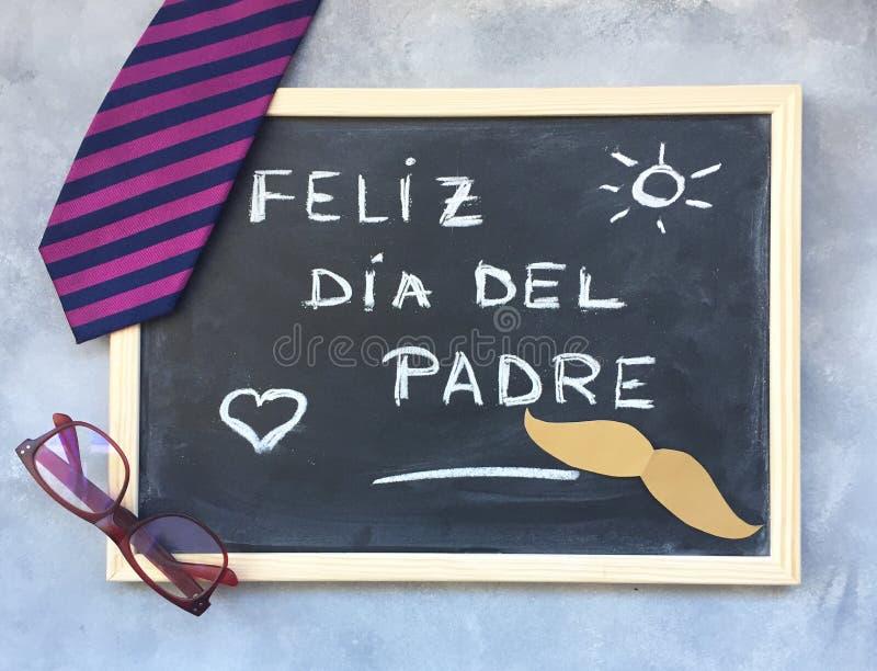 Szczęśliwy ojca ` s dnia tekst w hiszpańszczyznach i prezentów pomysłach obraz royalty free