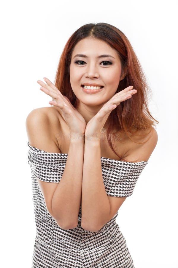 Szczęśliwy, ono uśmiecha się, ufna kobieta pokazuje pozytywnego wyrażenie przy y obraz royalty free