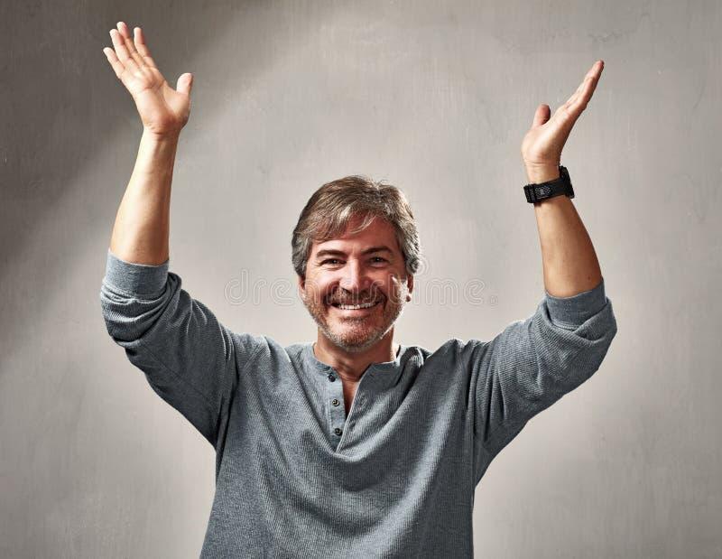 Szczęśliwy optymistycznie mężczyzna obraz stock