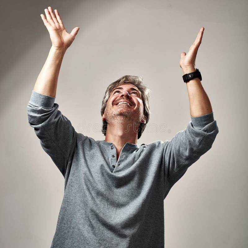 Szczęśliwy optymistycznie mężczyzna zdjęcie stock