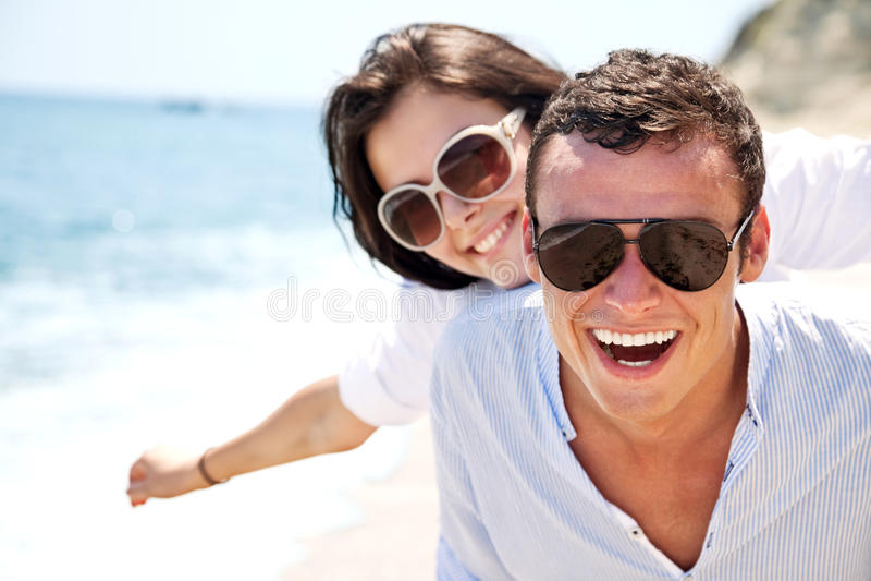 szczęśliwy pary lato