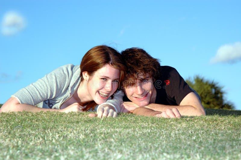 szczęśliwy pary nastolatków. zdjęcie royalty free