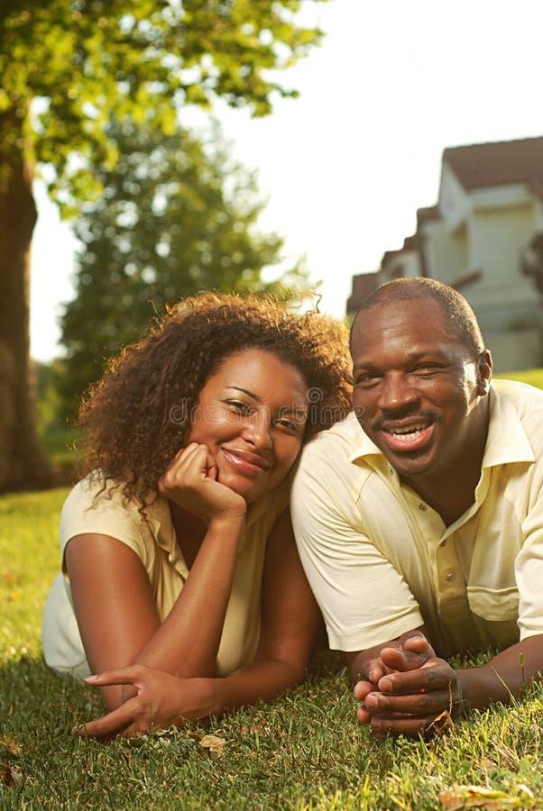 szczęśliwy pary outside obraz royalty free
