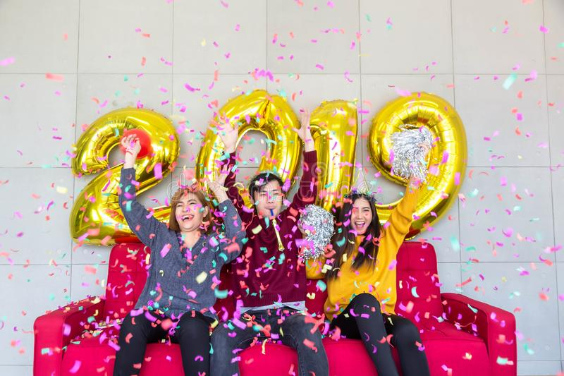 szczęśliwy pojęcie nowy rok Przystojny mężczyzna i piękne kobiety jesteśmy Fri obrazy stock