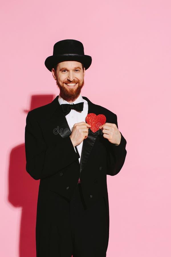 Szczęśliwy pomyślny nad odgórnym mężczyzna w miłości fotografia royalty free