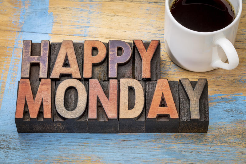 Szczęśliwy Poniedziałek w drewnianym typ zdjęcia royalty free