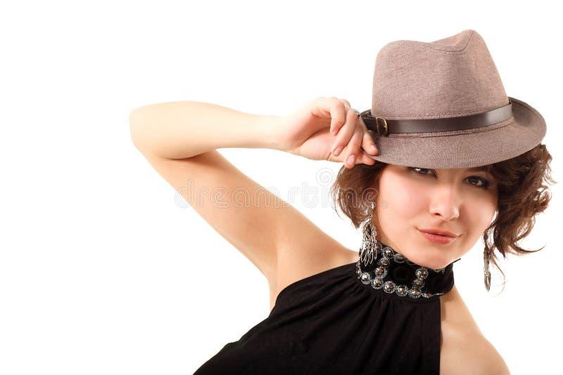Szczęśliwy portret cieszy się w kapeluszu młoda kobieta zdjęcia royalty free