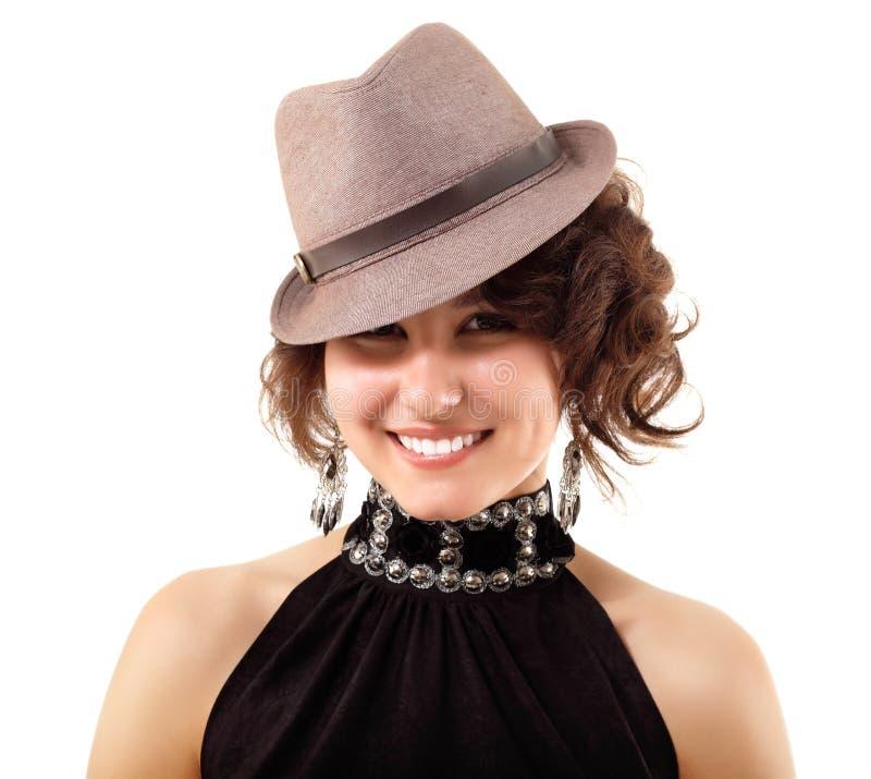 Szczęśliwy portret cieszy się w kapeluszu młoda kobieta zdjęcie royalty free