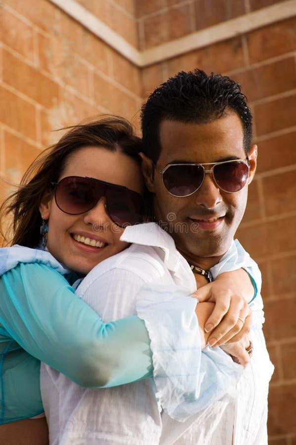 szczęśliwy przytulania pary obraz royalty free