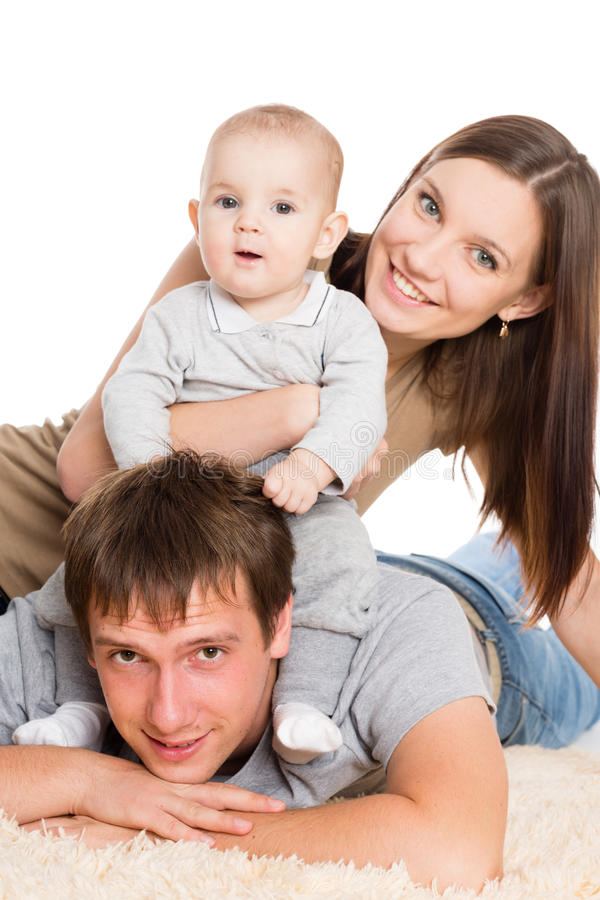 Szczęśliwy rodzinny odpoczywać na dywanie zdjęcia stock
