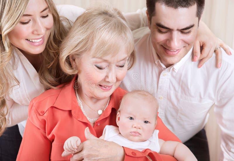 Szczęśliwy rodzinny portret zdjęcia royalty free