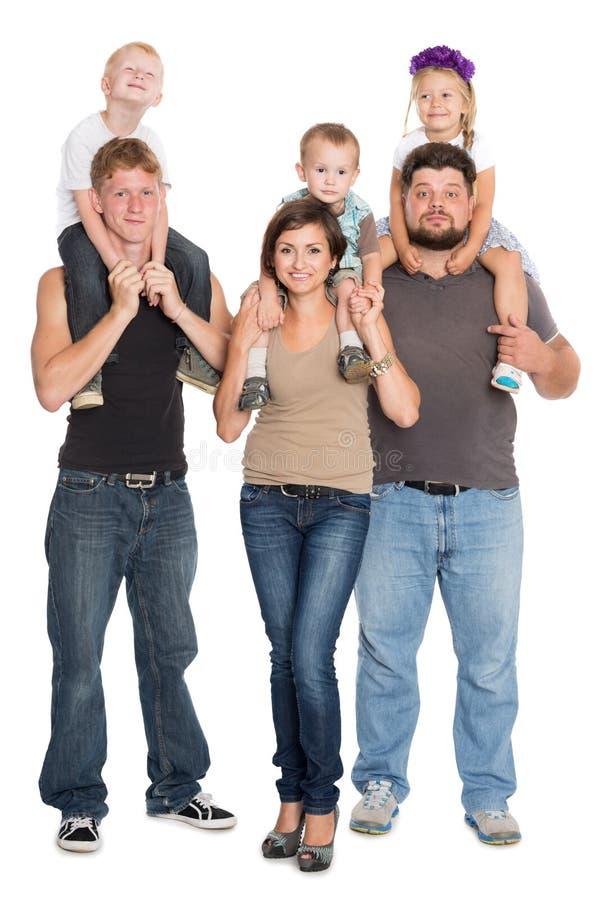 Szczęśliwy rodzinny portret ono uśmiecha się wpólnie w pełnym przyroscie zdjęcia stock