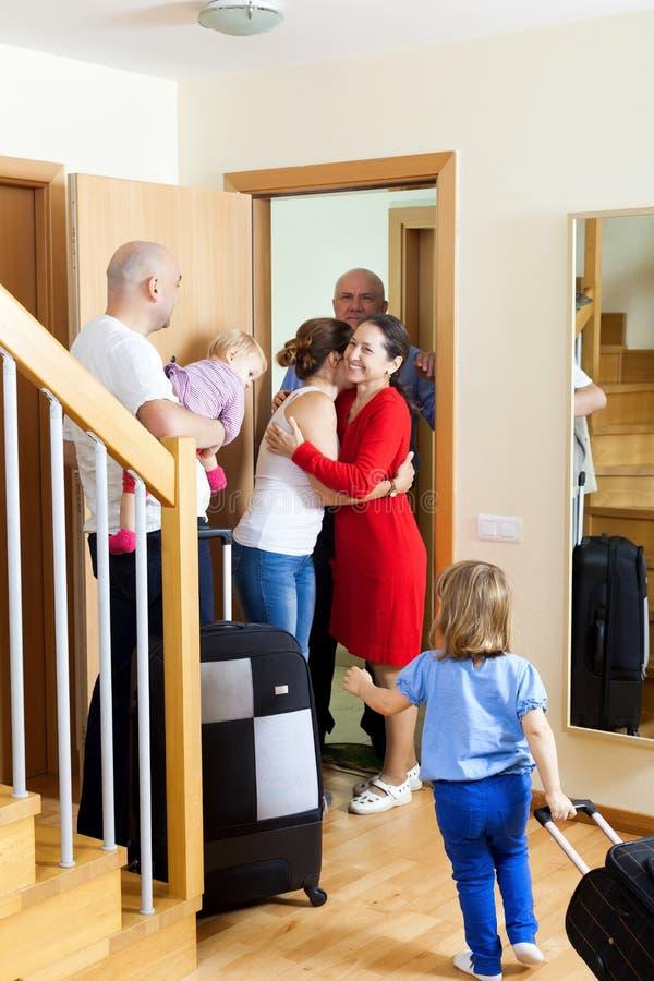 Szczęśliwy rodzinny spotkanie obrazy stock