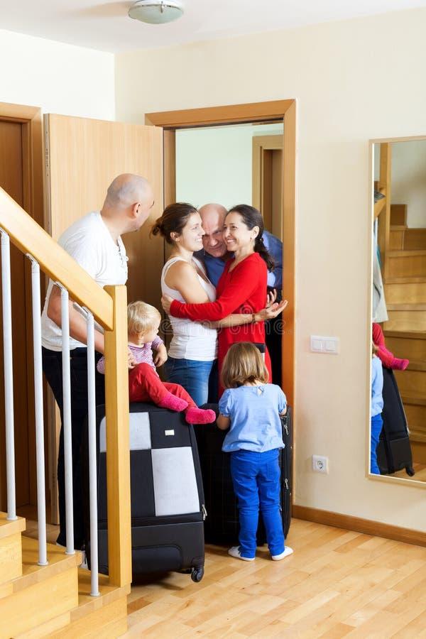 Szczęśliwy rodzinny spotkanie obrazy royalty free