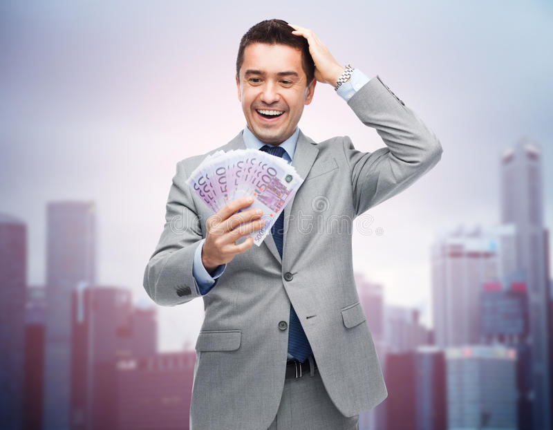 Szczęśliwy roześmiany biznesmen z euro pieniądze zdjęcia royalty free