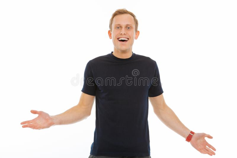 Szczęśliwy rozochocony młody człowiek czuje bardzo pozytywnego zdjęcia stock