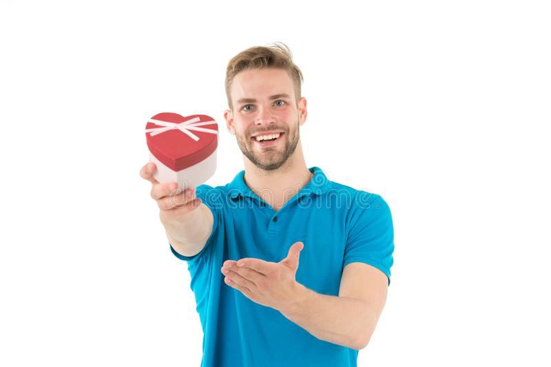 Szczęśliwy serce kształtujący mężczyzna chwyta valentine pudełko Faceta uśmiech odizolowywający na bielu - to moje serce Przedsta zdjęcie stock
