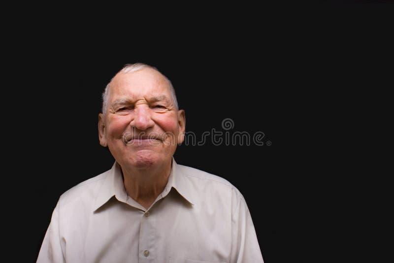 Szczęśliwy starsza osoba mężczyzna na czarnym tle obrazy royalty free