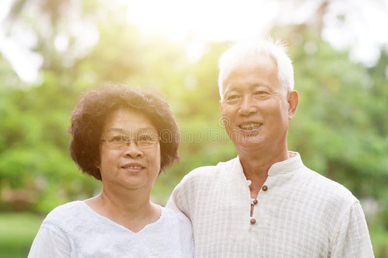 Szczęśliwy starszy Azjatycki pary ono uśmiecha się obraz royalty free