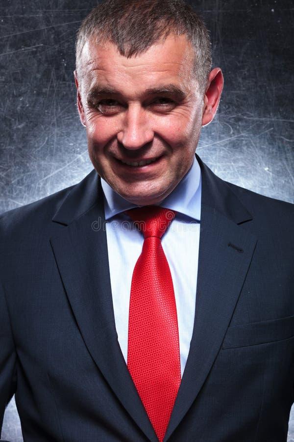Szczęśliwy starszy biznesowego mężczyzna ono uśmiecha się obraz royalty free