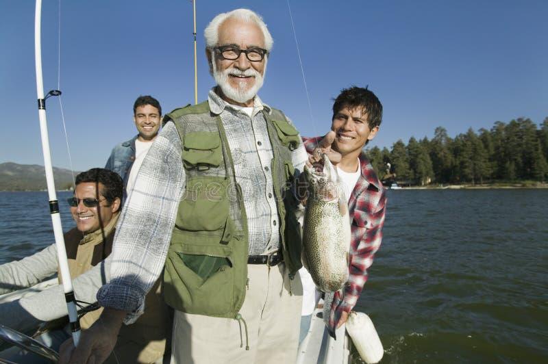 Szczęśliwy Starszy mężczyzna Z Świeżym chwytem zdjęcia royalty free