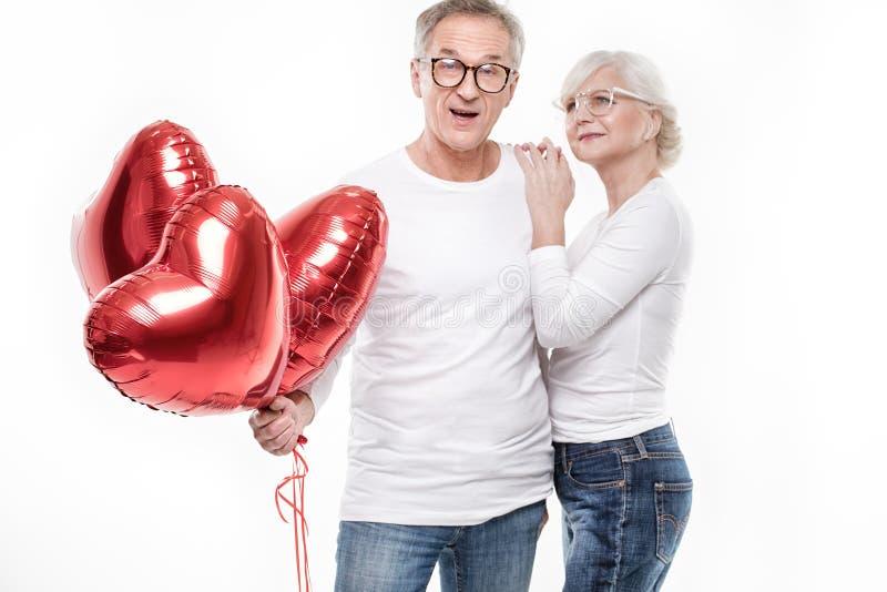 Szczęśliwy starszy pary pozować zdjęcie stock