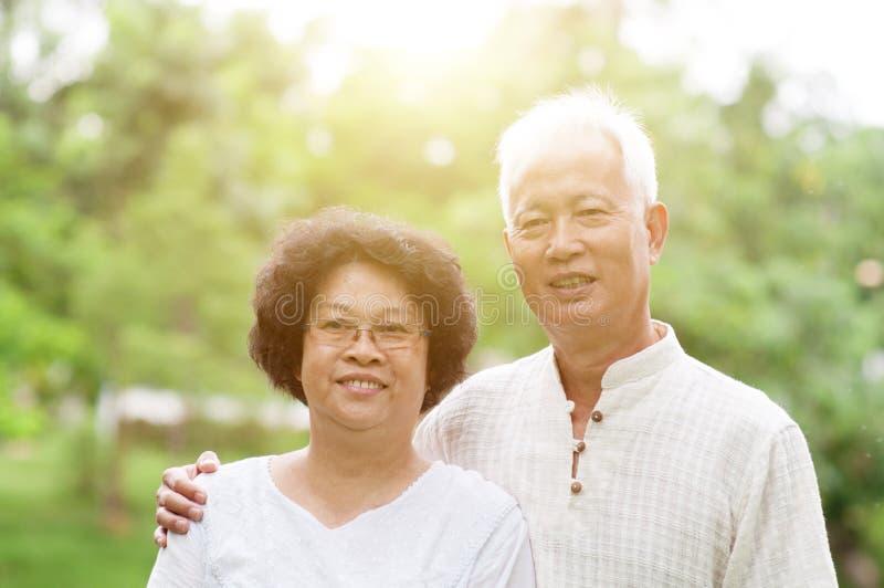 Szczęśliwy stary Azjatycki para portret zdjęcie royalty free