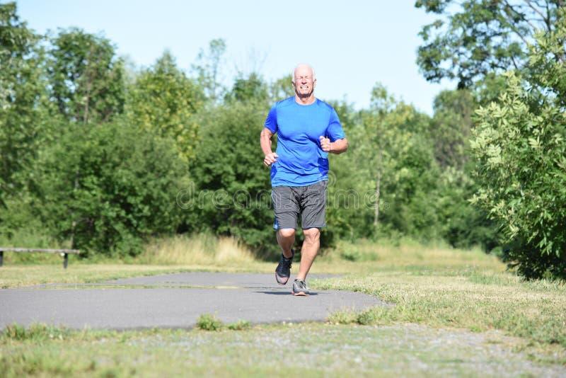 Szczęśliwy Stary dziadunio Jogging obrazy stock