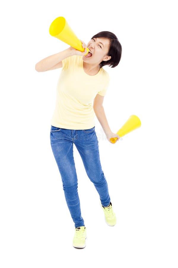 Szczęśliwy studencki dziewczyny mienia megafon nad białym tłem zdjęcie stock